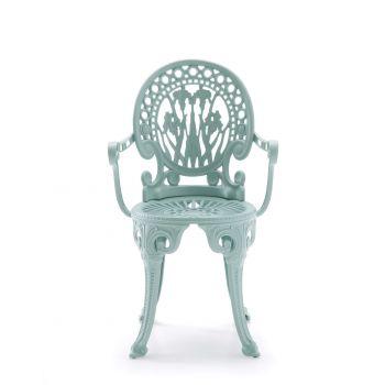 Narcisi, una silla de aluminio para exterior al estilo vintage