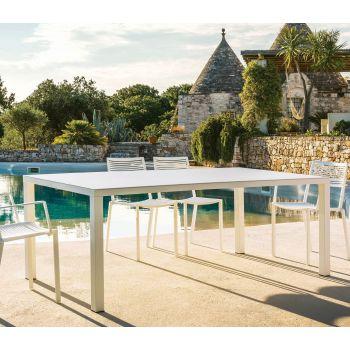 Easy, una práctica mesa en aluminio para comer en tu jardín