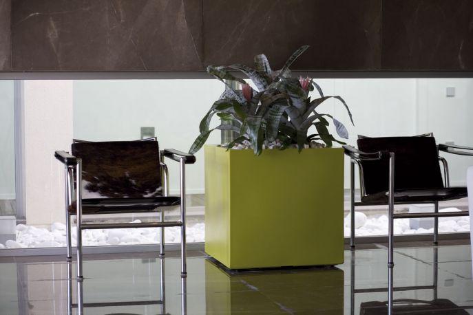 Maceta Cubo Aire - Aigua de Vondom con doble capa de polietileno ligero