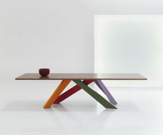 Original mesa de comedor Big Table de Bonaldo. Patas en colores rojo coral / naranja / verde / lila
