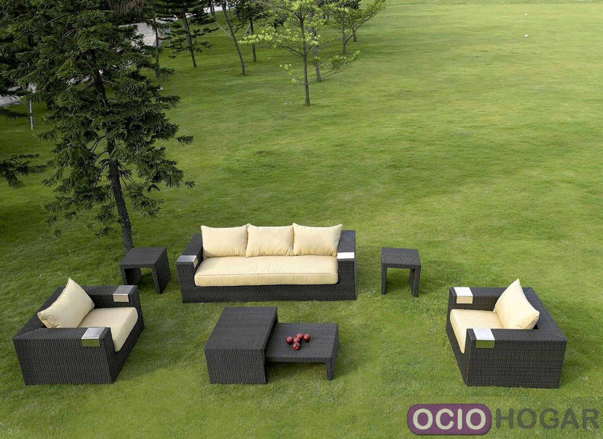 Conjunto de exterior compuesto de sof sillones y mesas for Conjunto de sofas para exterior