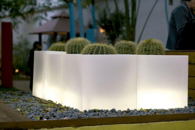 Maceta con luz cubo de vondom - Macetas con luz ...